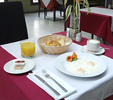 Desayuno-continental-magno-suites