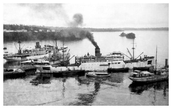 1953-Barco-Plus-Ultra-en-Bahia-Malabo