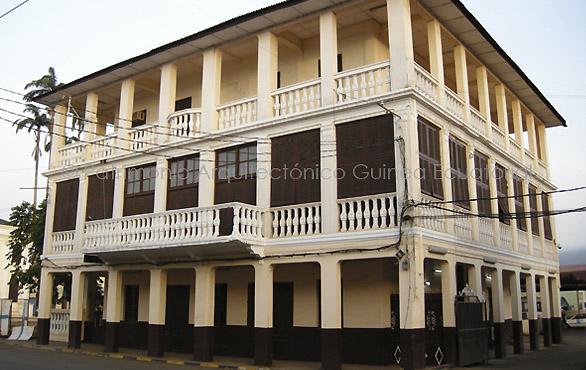 Casas-coloniales-centro-historico-malabo-magno-suites