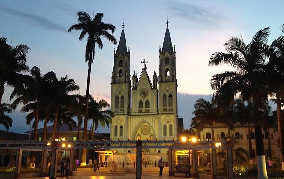 Catedral-Malabo-magno-suites