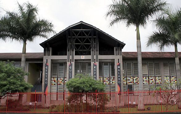 Centro-cultural-español-malabo-magno-suites
