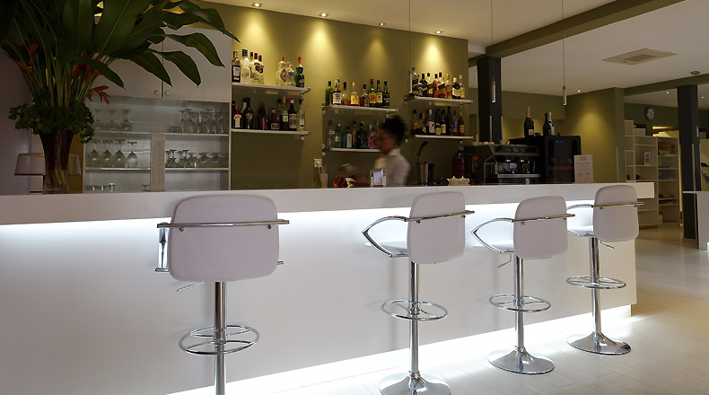 lounge-bar-magno-suites-1