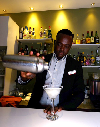 lounge-bar-magno-suites-4